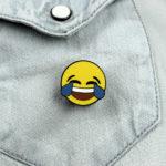 Emoji Smiley Gesicht lachend auf Jeans
